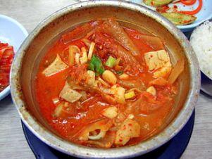 330px-korean_stew-kimchi_jjigae-05
